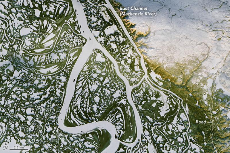 Zamarznięta rzeka w Kanadzie