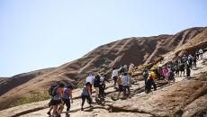 Uluru jest świętym miejscem Aborygenów (PAP/EPA/LUKAS COCH)